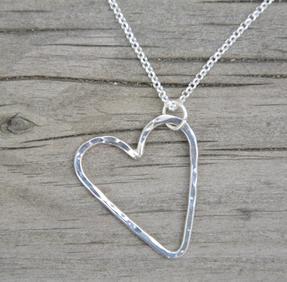 Halsband hjärta mellan silver