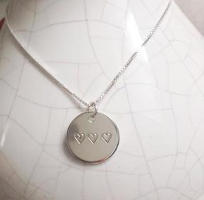 Halsband tre hjärta i rad silver