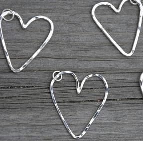 Hamrat hjärta mellan silver